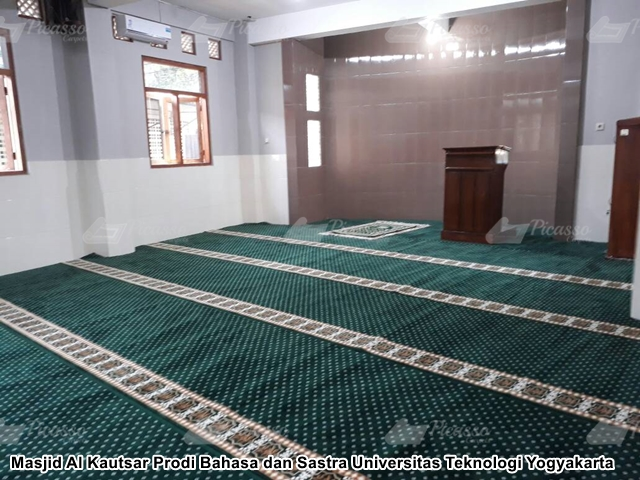 karpet masjid kampus UTY jogja