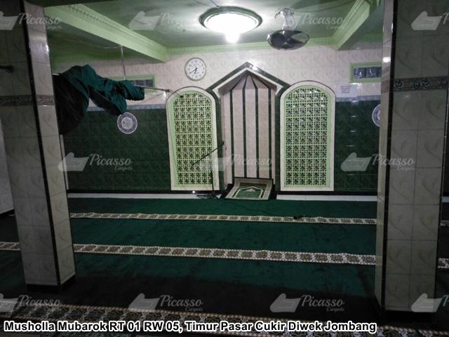 Karpet Masjid di Musholla Mubarok Pasar Cukir Diwek Jombang