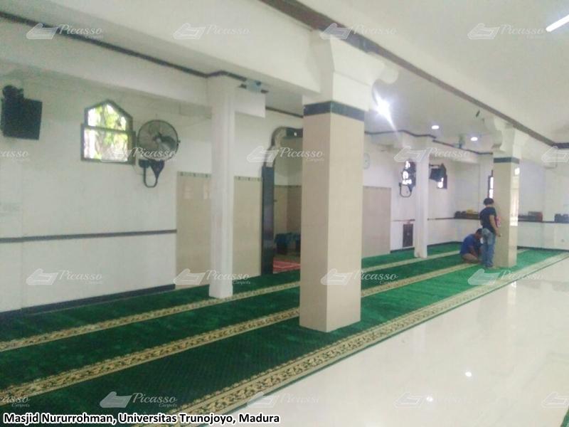 karpet masjid hijau, universitas trunojoyo, madura