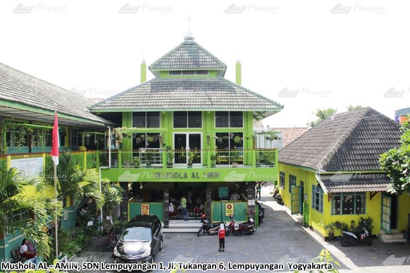 Karpet Masjid di Musholla Al-Amin, Lempuyangan, Jogja