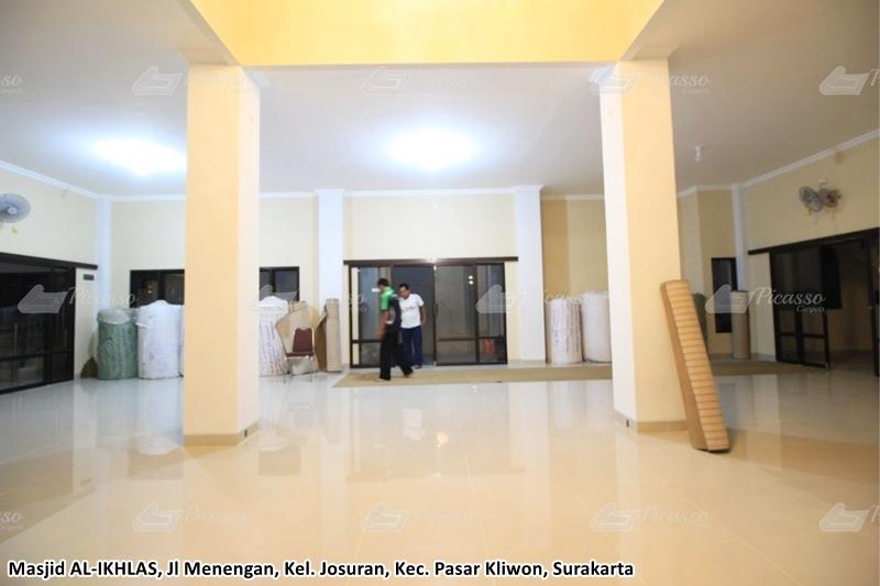 karpet masjid minimalis merah