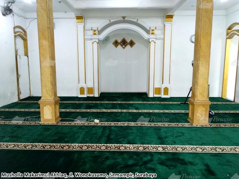 Karpet Masjid di Musholla Makarimul Akhlaq, Semampir, Surabaya