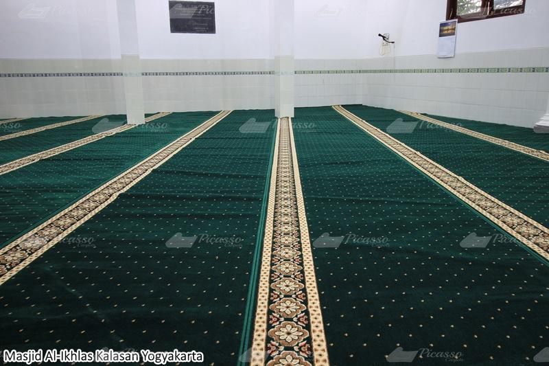 karpet masjid hijau, kalasan, jogja
