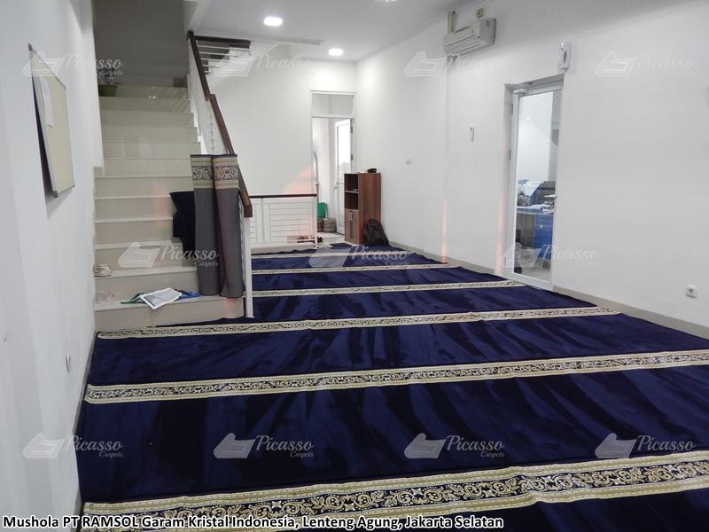 Karpet Masjid di Musholla PT. Ramsol Garam Kristal Indonesia
