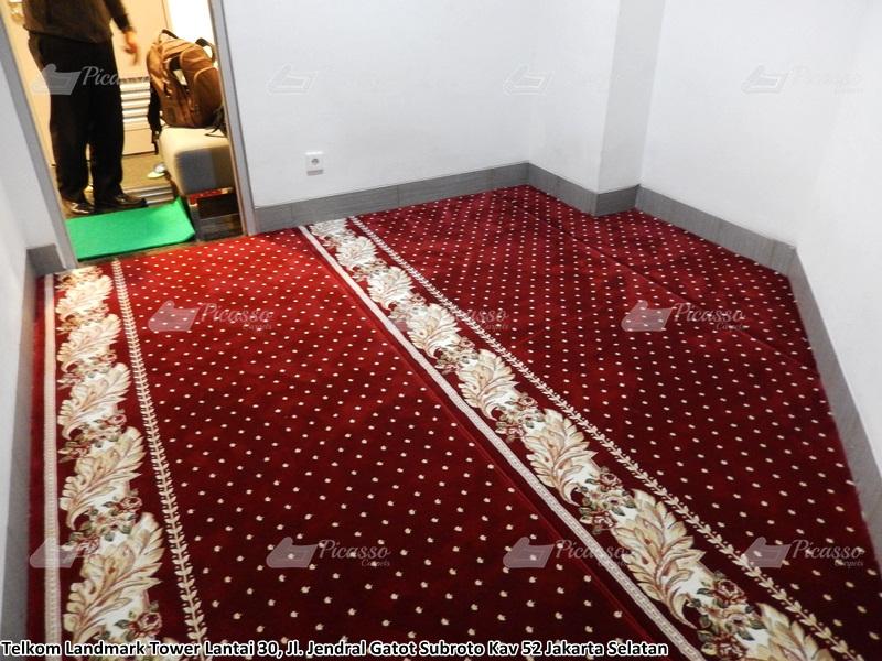 Karpet Masjid di Musholla Kantor Telkom Landmark Tower, Jakarta Selatan