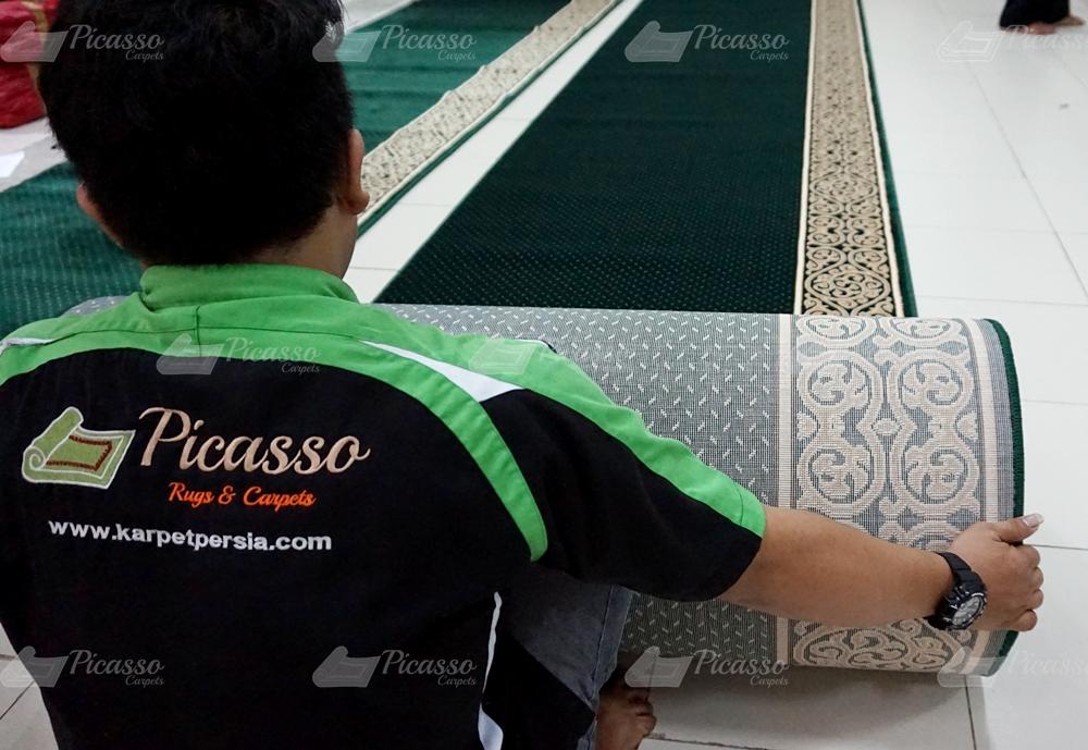 Setting Karpet Masjid di TKA/TPA Al-Huda, Sangatta, Kutai Timur
