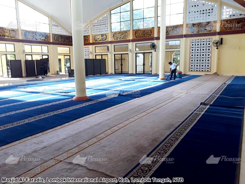 karpet masjid biru