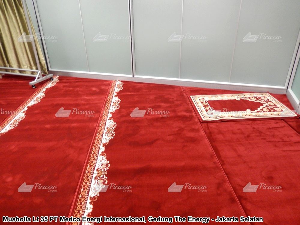 karpet masjid merah