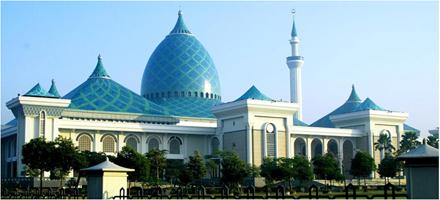 7 masjid terbesar di jatim masjid-Al-Akbar-surabaya