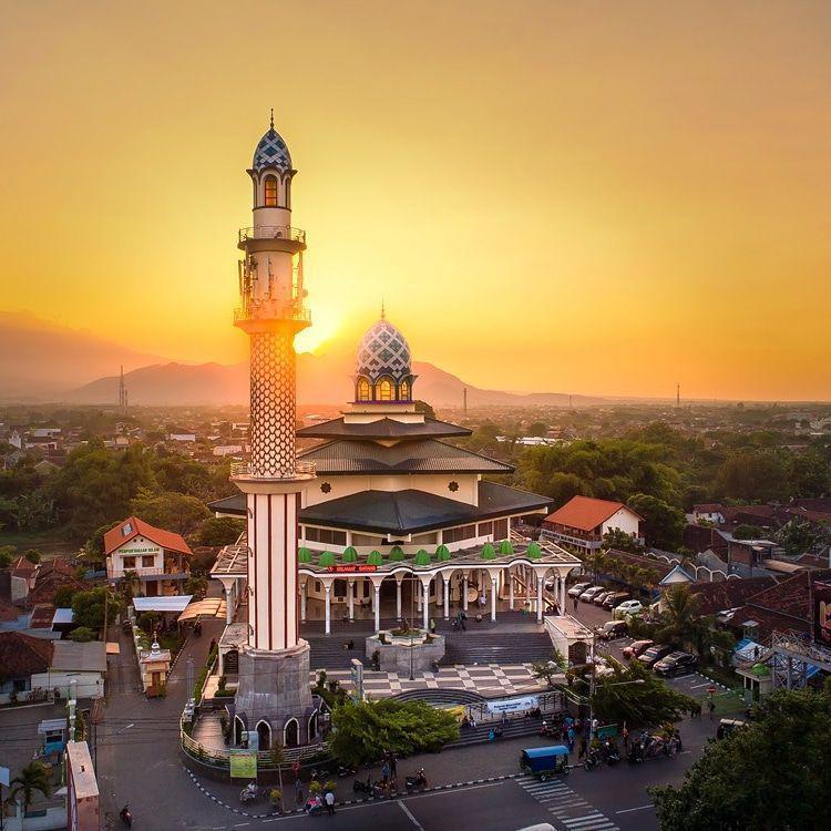 7 masjid terbesar di jatim masjid agung kediri