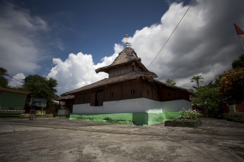 Masjid Tertua Di Indonesia masjid wapauwe