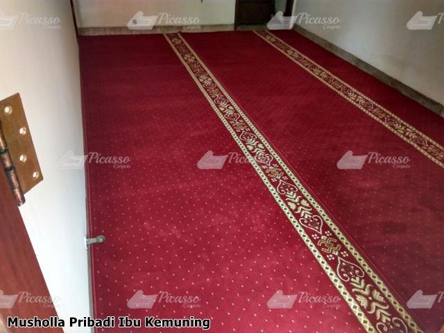 karpet sajadah musholla di rumah jakarta ibu kemuning (3)